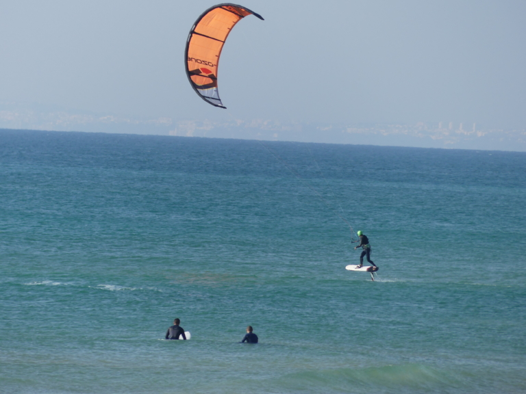 Kitesurfen im Winter in Portugal